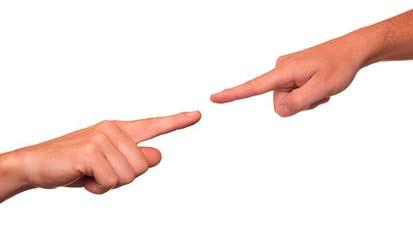 dedos señalándose