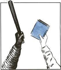 dibujo de dos brazos, uno sosteniendo un libro y enfrentándose al brazo de un policía que enarbola una porra