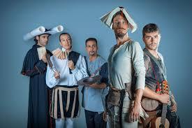 """Actores del grupo de teatro Ron Lalá, obra """"Cervantina"""", con libros en la cabeza y otras posturas cómicas"""