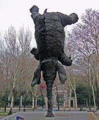 elefante haciendo piruetas sobre la trompa, escultura para un artículo a una nariz, de Quevedo