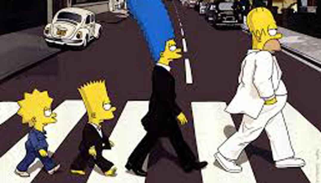 Los simpson (Homer, Marge, Bart y Lisa, por este orden) cruzando un paso de peatones, imitación de la foto de los Beatles. Todos con traje chaqueta negro salvo Homer que lleva traje chaqueta blanco