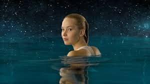 Passengers, protagonistas, JESSICA LAWRENCE en piscina
