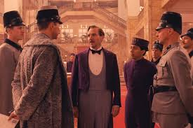 Hombre siglo XIX rodeado de rusos que le miran. Escenario, un casino