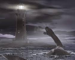Foto dinosaurio cuello largo en el mar rugiéndole al faro encendido durante la noche