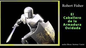 caballero de la armadura oxidada, caballero medieval sobre fondo negro en actitud de ataque junto a portada de libro