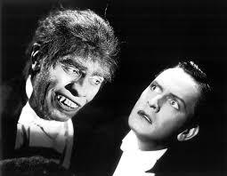 Imagen cine en blanco y negro de dos personaje, dr jecyll y