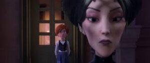 escena de Ballerina, película de dibujos, medio rostro en primer plano de madre de cloe y felicia al fondo