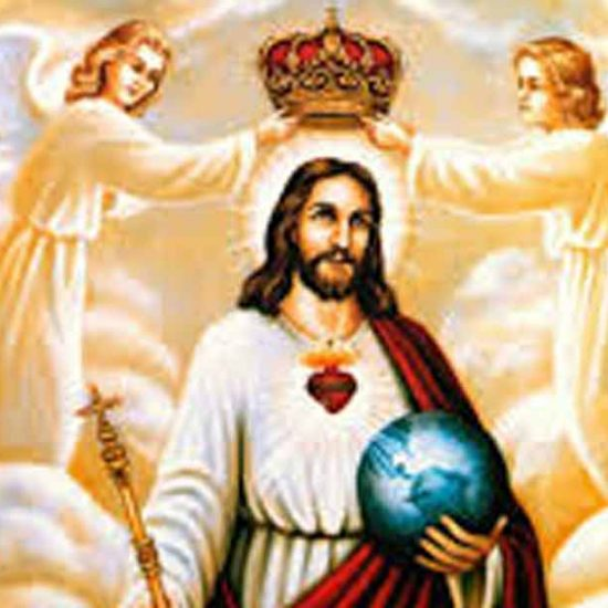 imagen de jesucristo coronado por dos ángeles y pantocrator, en una imagen kistch