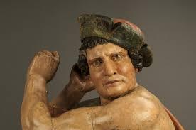 soldado flajelador de Cirsto con cara de tonto, primer plano de escultura, paso de semana santa
