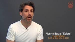 Actor Alberto Berzal como Egisto