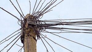 lio de cables de teléfono blog literario lluvia en el mar